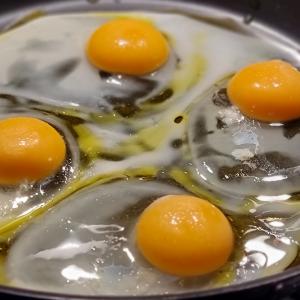 Spiegelei in der Pfanne - Da wird doch das Ei in der Pfanne verrückt