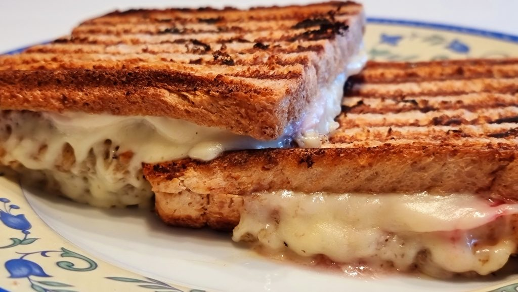leckeres Männerfrühstück - gegrillte Sandwiches